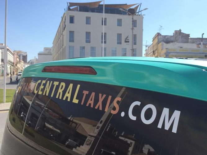 5 practical tips when traveling by taxi in the Algarve