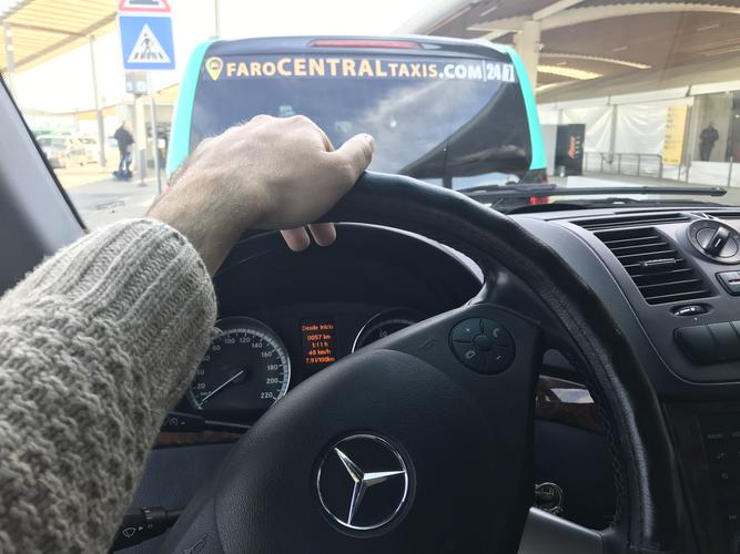 Nous embauchons des chauffeurs de taxi